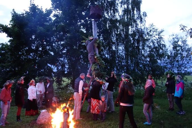 Um dos rituais! Musica e dança Folclórica!
